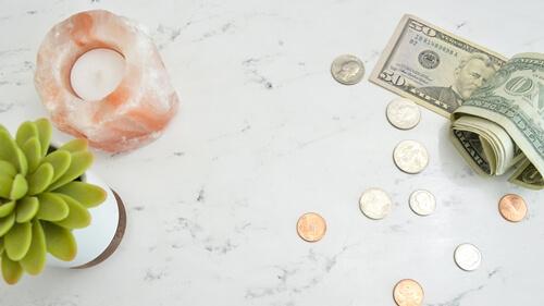 前受金と預り金の違いについて解説しました